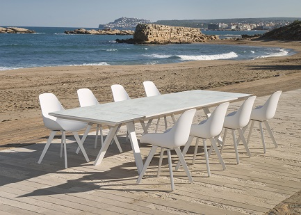 Outdoor Chairs & Benches